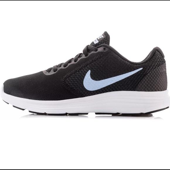 Zapatos Nike 3 Mujeres Size 10 Revolution 3 Nike Athletic zapatilla Poshmark dacc0a